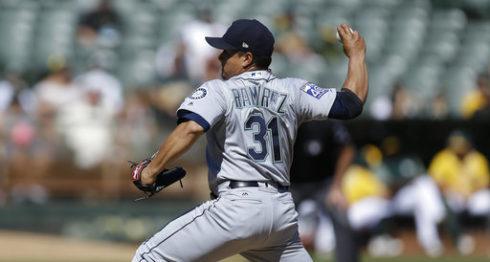 Erasmo Ramírez lanzó cinco innings de cinco carreras ante Oakland en su último juego del 2017. LA PRENSA/AP