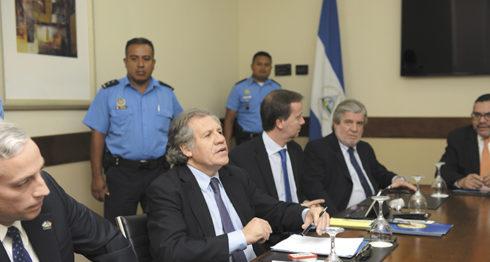 Luis Almagro, secretario general de la Organización de Estados Americanos (OEA), durante su visita antes de las votaciones nacionales del año pasado. LA PRENSA/ LISSA VILLAGRA