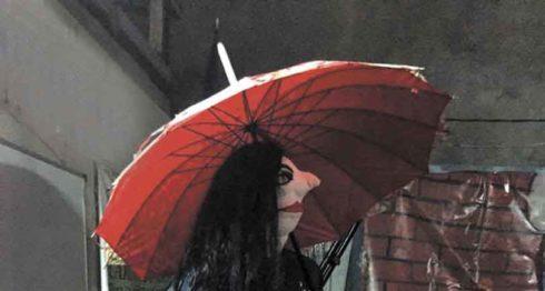 Escena de la obra de humor negro Si llueve te mojas como los demás, que participa en el II Festival Nacional de Teatro Pepe Prego In memoriam.LAPRENSA/CORTESIA