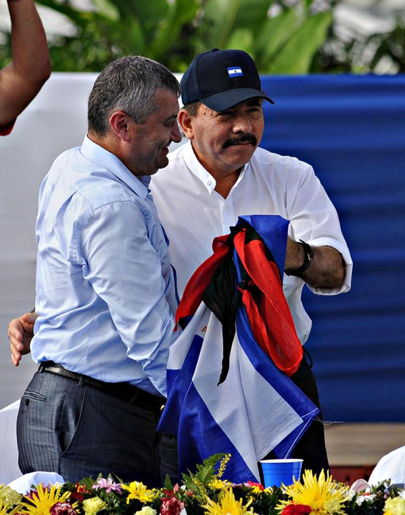 El presidente designado por el Consejo Supremo Electoral de Nicaragua, Daniel Ortega junto al presidente de Ossetia del Sur, Eduard Kokoity. AFP PHOTO/Elmer MARTINEZ