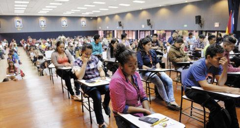 Ahora en la UNAN-Managua el examen de admisión solo será necesario en 18 carreras. Por otro lado, 31 carreras ya no requieren examen de admisión para el año de ingreso 2018. Hasta 2016 todas lo ameritaban. LA PRENSA/ARCHIVO