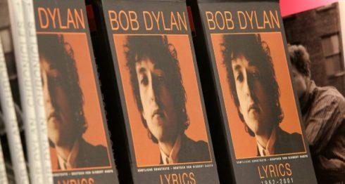 El lauro de Dylan hizo correr ríos de tinta, por lo que los 18 académicos este año probablemente se decanten por un literato más ortodoxo. LA PRENSA/AFP/Archivos / AMELIE QUERFURTH