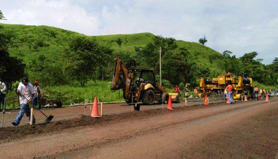 El tramo Mulukukú-Siuna, en el Caribe Norte, tiene una longitud de 44 kilómetros. En toda su extensión se coloca concreto hidráulico. LA PRENSA/ARCHIVO