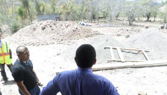 El alcalde de Jinotega, Leónidas Centeno, en la escuela El Llano de la Tejera, en la ciudad norteña. LA PRENSA/S.RUIZ