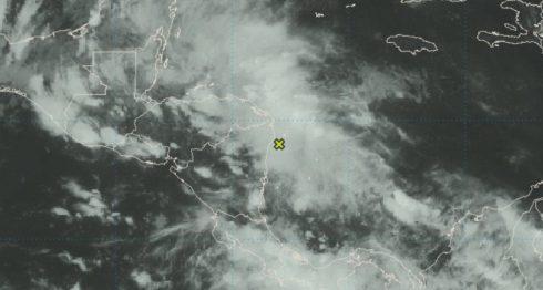 El Centro Nacional de Huracanes de EE.UU. mantiene vigilancia sobre el sistema de bajas presiones en el Caribe. LA PRENSA/ CAPTURA NOAA