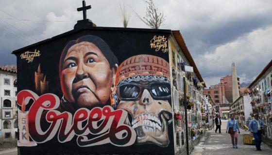 Artistas de Argentina, Bolivia, Chile, España, Italia y Perú pintan 18 murales para embellecer el Cementerio General de La Paz para la celebración de Todos los Santos y Día de los Difuntos.LA PRENSA/EFE/Martin Alipaz