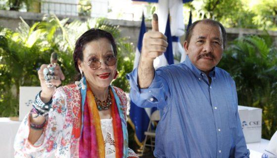 El presidente y la vicepresidenta designados por el Consejo Supremo Electoral, Daniel Ortega y Rosario Murillo. LA PRENSA/ Tomada Canal4