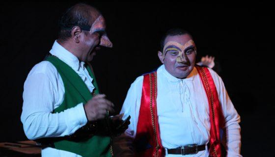 Actores en escena en la obra La resma de papel, escrita por el dramaturgo homenajeado Cecilio Ernesto Soto. LA PRENSA/Cortesía