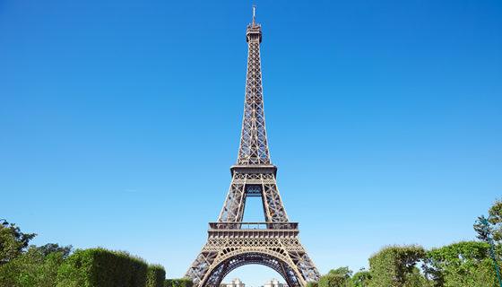 La estafa de la supuesta venta de la Torre Eiffel ocurrió en los años veinte