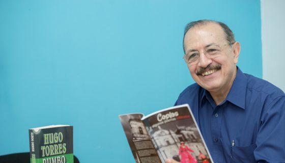 El general en retiro Hugo Torres Jiménez, autor de Coplas y algunos poemas infiltrados.LAPRENSA/Uriel Molina
