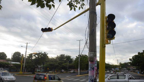 Semáforos amarillos en Managua