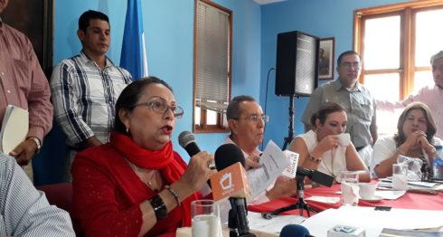 La presidenta del PLC, María Haydeé Osuna, pidió a la presidenta del partido Ciudadanos por la Libertad (CxL), Kitty Monterrey, cotejar las actas de escrutinio.