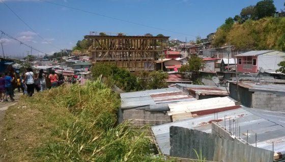 En La Carpio viven 19 mil personas, entre ticos y nicaragüense la mayoría, según el censo del año 2011. LA PRENSA/ J. BRAVO