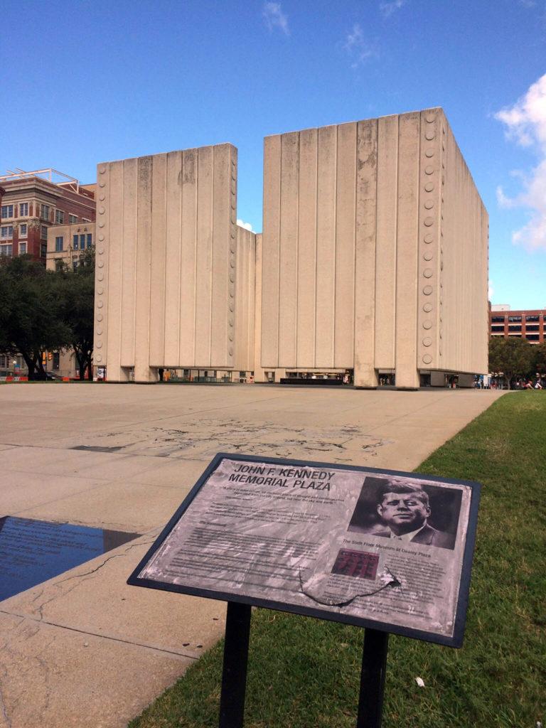 El memorial de Kennedy en el centro histórico de Dallas. LA PRENSA / Fabrice Le Lous