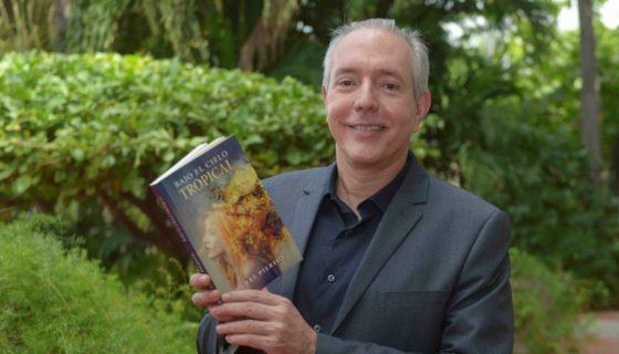 El escritor y cineasta Pierre Pierson presenta una segunda edición ampliada de su libro Bajo el cielo tropical. LA PRENSA/WILMER LÓPEZ