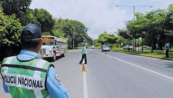 En los últimos meses la Policía Nacional ha endurecido la aplicación de multas de tránsito. LA PRENSA/ARCHIVO.