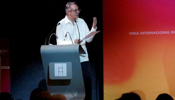 El escritor Alberto Ruy-Sánchez recibióel homenaje al bibliófilo en la Feria Internacional del Libro de Guadalajara, en México. LAPRENSA/EFE/Ulises Ruiz Basurto