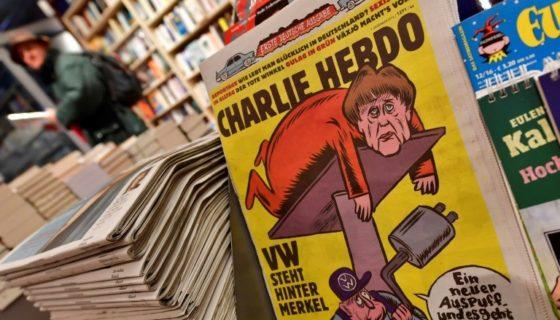 El primer número de la edición alemana de Charlie Hebdo, en Berlín el 1 de diciembre de 2016. LA PRENSA/AFP/Archivos/John Macdougall