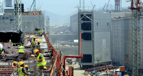 Panamá recientemente inauguró el tercer juego de esclusas y apuesta a un cuarto para el futuro. LA PRENSA/ AFP