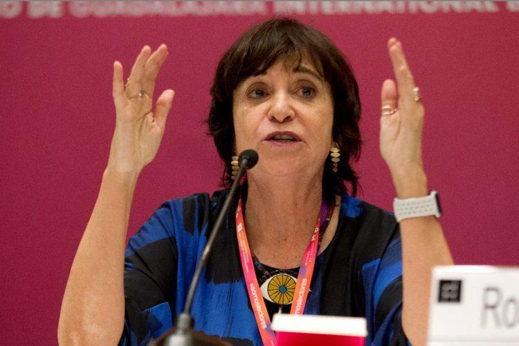 """La escritora española Rosa Montero criticó """"el caos"""" de las redes sociales y cómo estas han sido manipuladas por gobiernos. LA PRENSA/ EFE/Carlos Zepeda"""