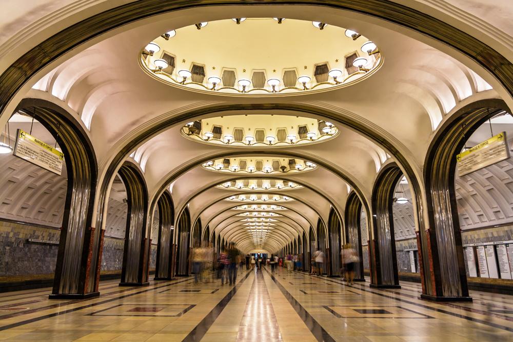 La estación de metro Mayakovskaya, en Moscú. El sistema de trenes subterráneos de esta ciudad es uno de los más lujosos del mundo. LA PRENSA / Thinkstock.
