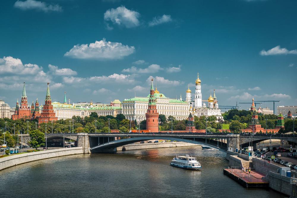 El blanco Palacio del Kremlin es la casa de Vladimir Putin, el presidente de la Federación Rusa. Junto al Kremlin pasa el río Moscova. LA PRENSA / Thinkstock.