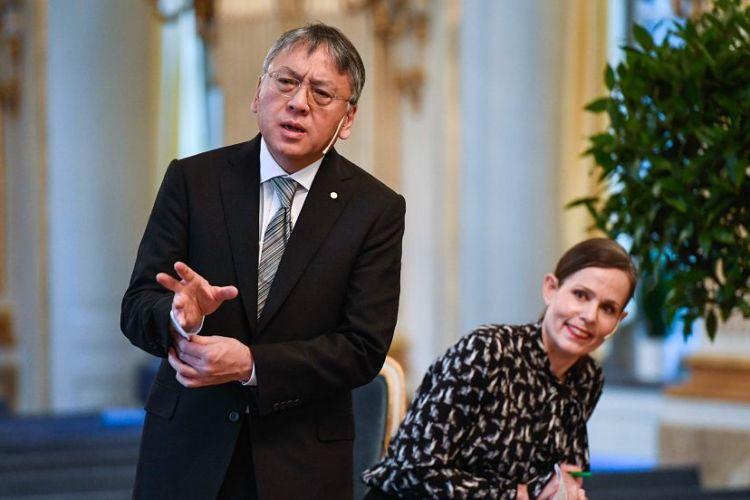 Kazuo Ishiguro recibirá el premio durante una ceremonia oficial del Premio Nobel el 10 de diciembre. Sara Danius, Secretaria Permanente de la Academia Sueca sonríe por los comentarios de Ishiguro sobre el cómic. LAPRENSA/AFP / Jonathan Nackstrand
