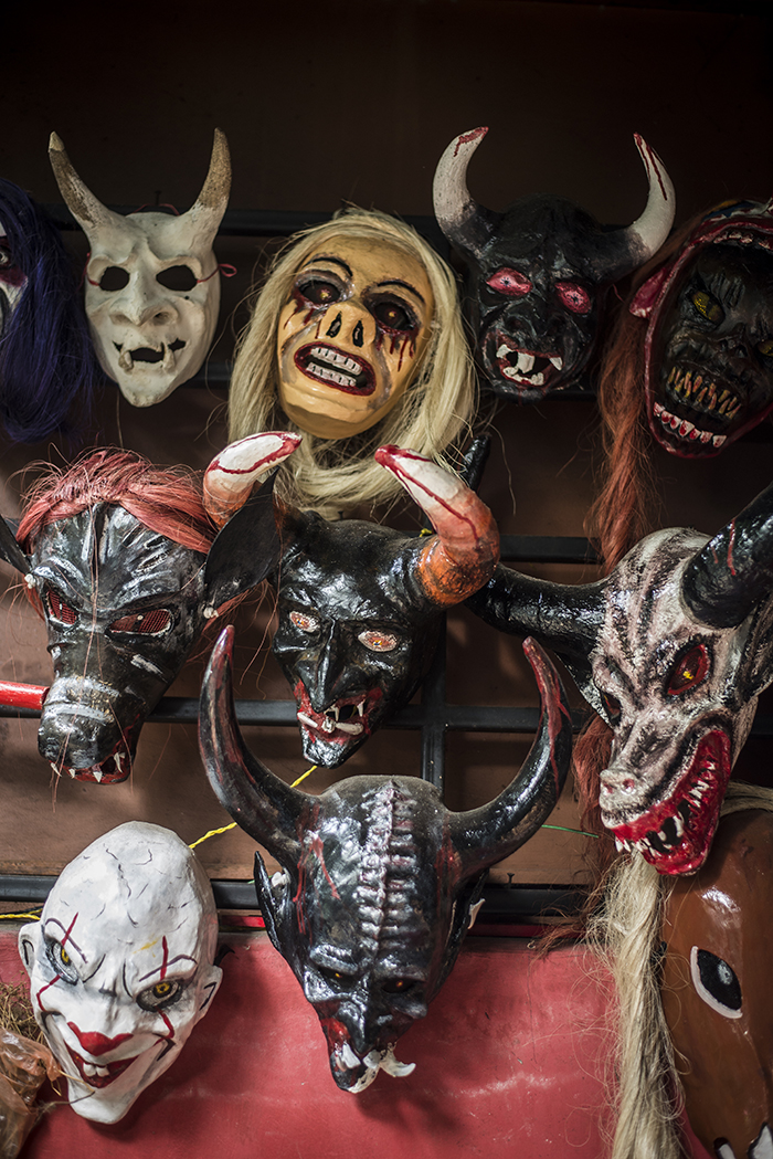 En las celebraciones de los agüizotes se han modificado los tipos de máscaras tradicionales que se utilizaban y se han incluido máscaras de películas como It, otros tipos de demonios, personajes mexicanos. Quienes se dedican a la elaboración de máscaras en Monimbó consideran que esto es una pérdida de las costumbres y tradiciones.