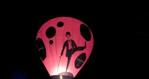 El lanzamiento de un globo aerostático, es parte de una serie de eventos conmemorativos de los 40 años de la muerte deCharles Chaplin . LA PRENSA/ EFE/Ivet Puig