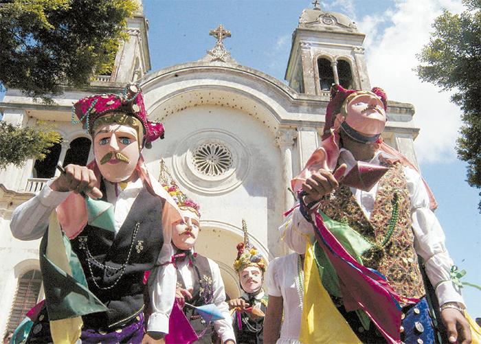 El Güegüense es una sátira sobre el dominio español donde se mezcla el teatro, la música y la danza. Tradicionalmente es una obra de teatro callejero que se presenta durante las fiestas de San Sebastián que se realizan en la tercera semana de enero. Se creó en la segunda mitad del siglo XVII, cuando Diriamba era una ciudad colonial gobernada por España y habitada por mestizos. LA PRENSA/ ARCHIVO