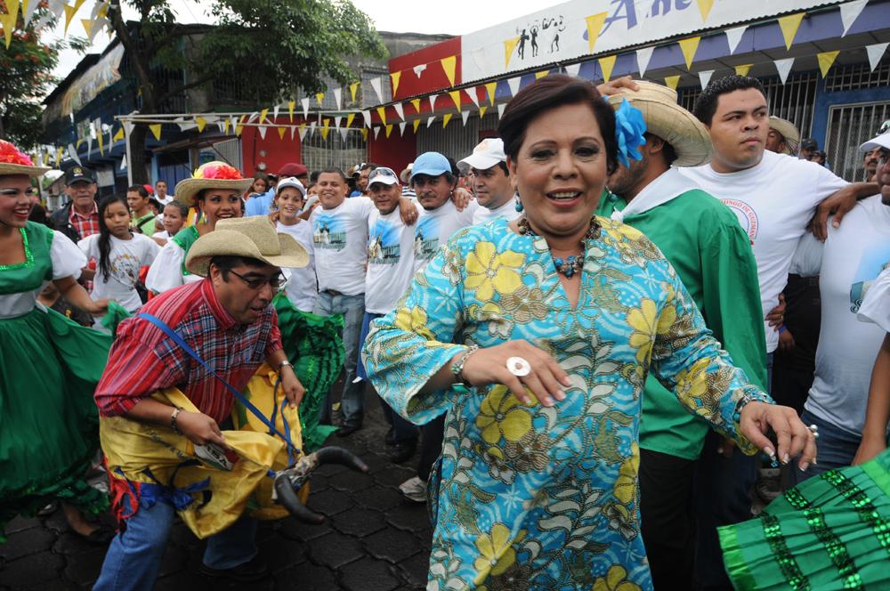 La alcaldesa de Managua Daysi Torres y el vicealcalde Enrique Armas (i) durante las celebraciones de Santo Domingo, en la capital. LA PRENSA / Óscar Navarrete.