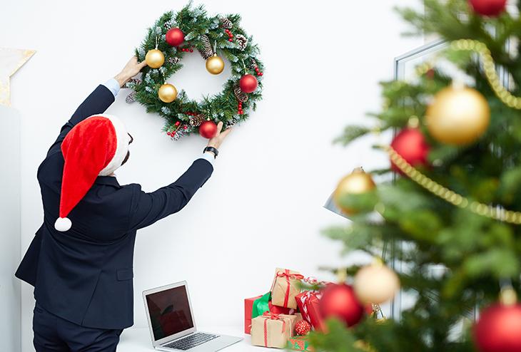 Ideas para decorar tu oficina en esta navidad for Adornos de navidad para oficina