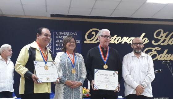 Los artistas y hermanos Carlos y Luis Mejía Godoy recibieron el título de Doctor Honoris Causa de parte de la UNAN-Managua.