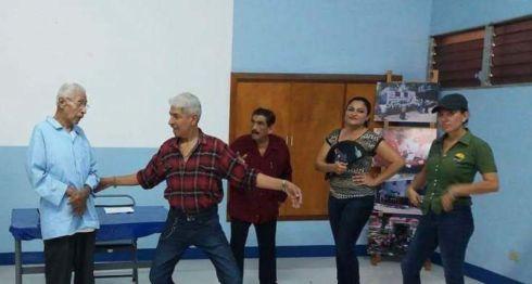 El Grupo de Teatro Hugo Hernández Oviedo durante un ensayo en la Biblioteca Pública Alemana Nicaragüense de la comedia En busca de talentos. LA PRENSA/Cortesía