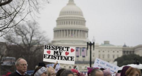 Manifestantes en la Marcha de Mujeres en Washington, en enero del 2017. LA PRENSA/AFP/ JIM WATSON/Archivo
