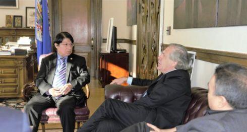 El canciller Denis Moncada Colindres se reunió este martes con el secretario general de la OEA, Luis Almagro. LA PRENSA/TOMADA DEL TWITTER DE ALMAGRO