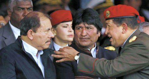 Rafael Correa, Daniel Ortega, Evo Morales y Hugo Chávez, presidentes de países miembros del Alba, tienen en común su afán por mantenerse en el poder. Chávez falleció siendo presidente