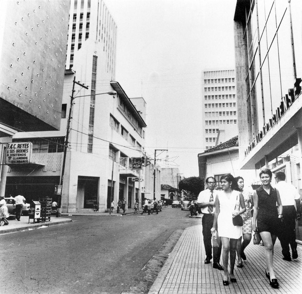 La Avenida Roosevelt de la Managua preterremoto era de una de las calles más concurridas de la capital. LA PRENSA / Cortesía: Nicolás López Maltez