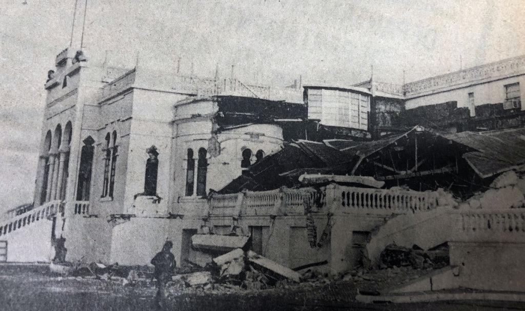 La casa presidencial de los Somoza, en la loma de Tiscapa, quedó destruida con el terremoto. LA PRENSA / Reproducción.