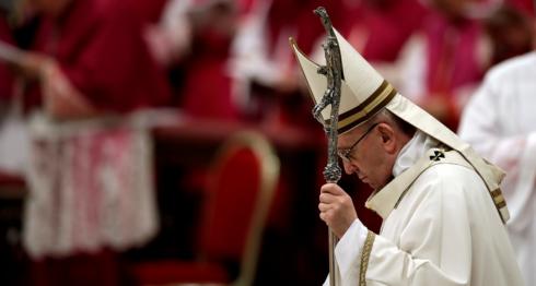 El papa Francisco en la misa del Gallo este 24 de diciembre, el Vaticano, Roma. LA PRENSA / AP Photo/Alessandra Tarantino