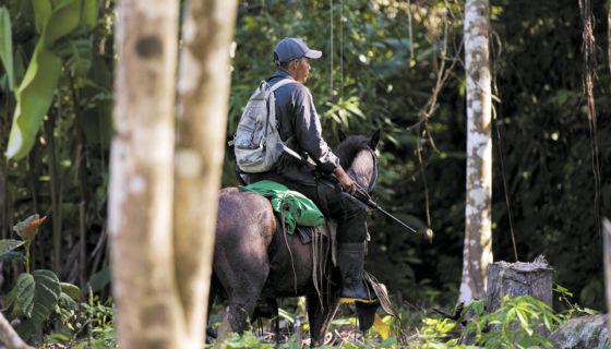 Los indígenas de las comunidades en conflicto territorial solicitan saneamiento al Gobierno, pero tras actos de violencia también han tomado armas para defender sus tierras. LA PRENSA/ J. Flores.