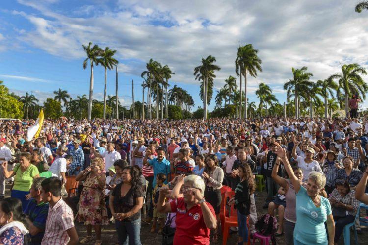 Miles de fieles católicos participaron en Jornada Mundial por la Paz