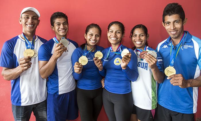 Los miembros de la selección nacional de remo en su participación en los Juegos Centroamericanos, en los cuales obtuvieron cinco medallas de oro, cuatro de plata y una de bronce. LA PRENSA/ ÓSCAR NAVARRETE