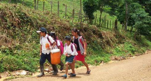Mined debe invertir en mejorar brecha digital que hay en las escuelas rurales, señalan expertos en educación. LA PRENSA/ ARCHIVO