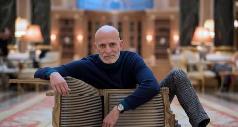 El escritor español Alejandro Palomas, recién ganador del Premio Nadal por Amor, una novela teatral .LA PRENSA/EFE
