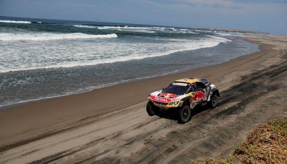 Stéphane Peterhansel ganó por primera vez una etapa en la presente edición del rally Dakar, este miércoles. LA PRENSA/EFE/David Fernández