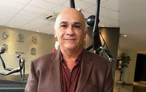 """""""Juan es el nombre más común en México, por eso mi libro trata de dos personas que se llaman Juan Hernández"""", explicó el escritor mexicano Edgardo Arredondo. LA PRENSA/EFE/Martha López"""