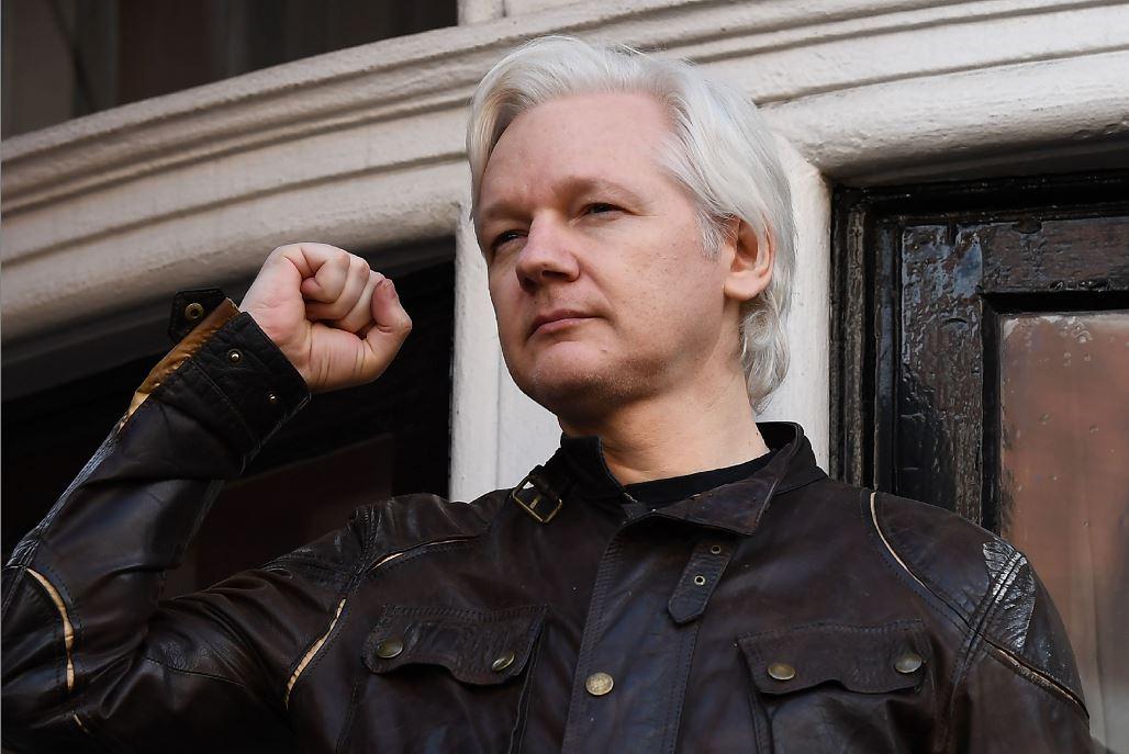 Conceden premio de la paz a Assange