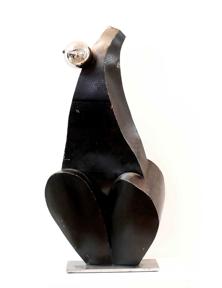 La escultura Fathima en traje de noche, de la serie Longina, de Armando Pérez Alemán. LA PRENSA/EFE/Cortesía Armando Pérez Alemán