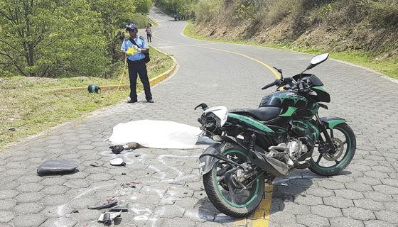 La cifra de muertes en accidentes de tránsito en 2017 reflejó una disminución de apenas un cuatro por ciento con respecto al 2016. LA PRENSA/ARCHIVO